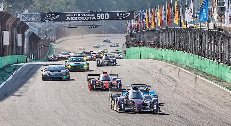 Grid de 40 carros na largada sob sol em Interlagos. Protótipos lideraram início da prova (Bruno Terena)