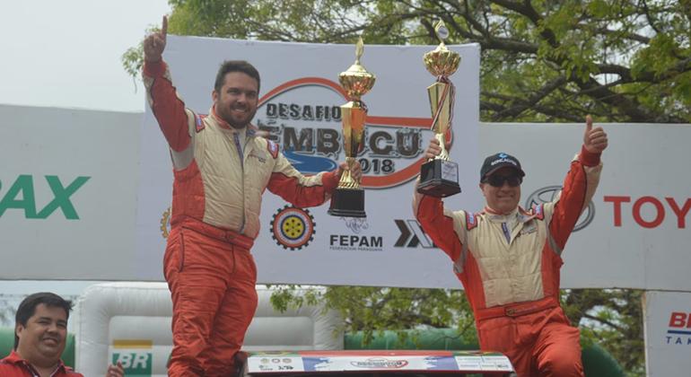 Humberto Ribeiro (E) e Luiz Faccó venceram o Desafio Ñeembucú 2018 no Paraguai. (Fotos JJLopez/Puromotorpy)