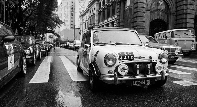 Clima de outono europeu marcou a largada do Mini Cooper de (Divulgação/Victor Chahin)