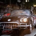 O Corvette de João Siciliano e Miguel Lebre, ícone da rebeldia norte-americana dos anos 1960 (Divulgação Victor Chehin)
