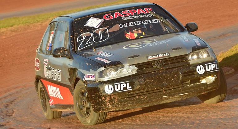 Gustavo Favoretto, novo Campeão Brasileiro na categoria Turismo, também prepara o VW GOl #20 (fotos de Victor Lara)